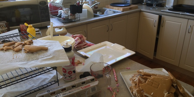 2014 11 29 Gingerbread house making (11)